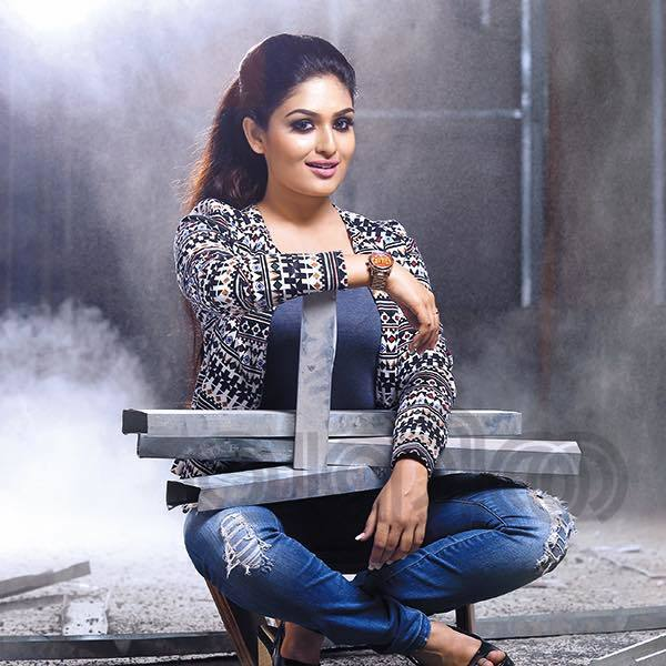 Prayaga Martin Hot Photos In Jeans Top
