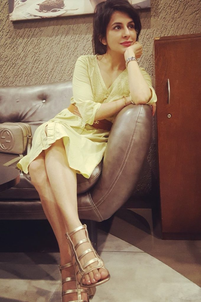 Roop Durgapal Sexy Legs Showing Pics