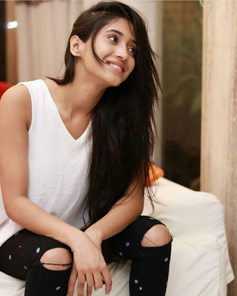 Shivangi Joshi Hot Imges In Jeans Top