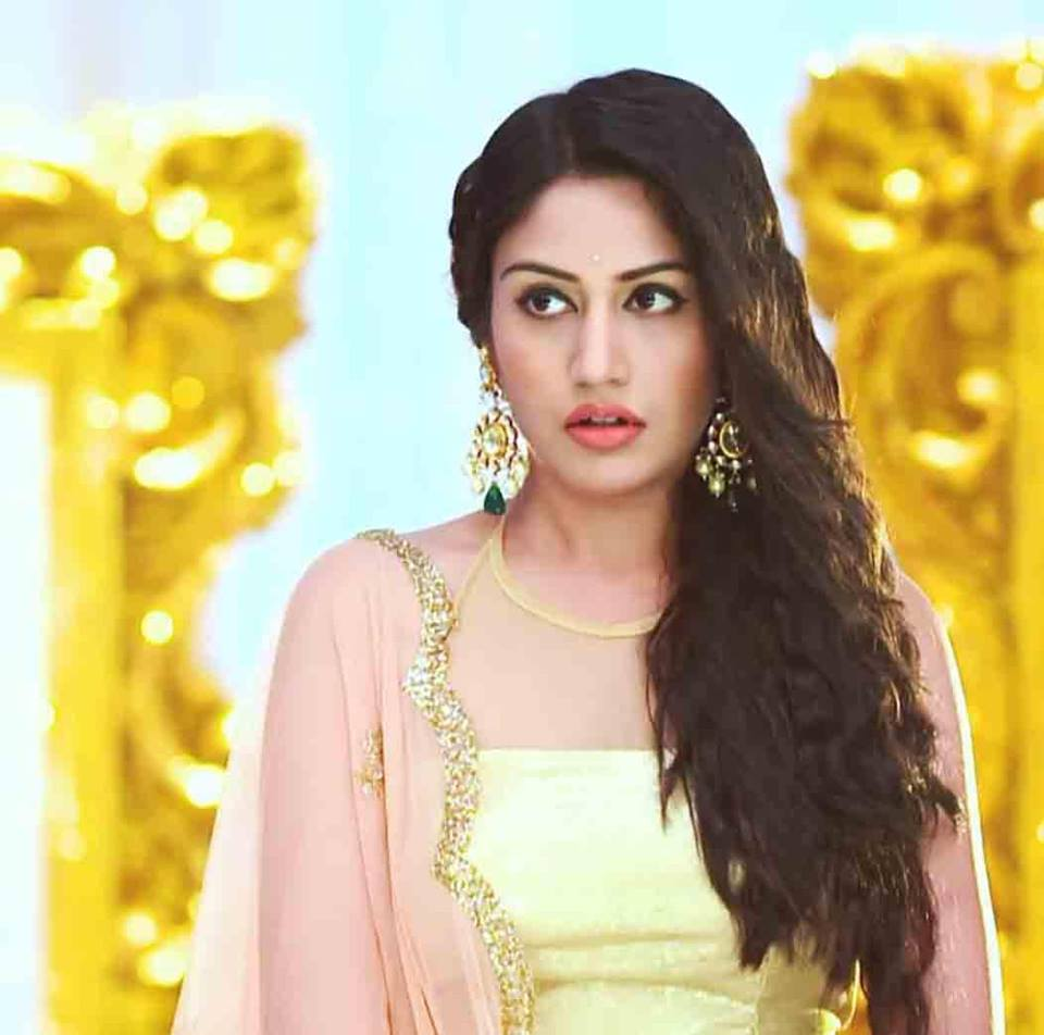 Surbhi Chandna HD Pictures Gallery