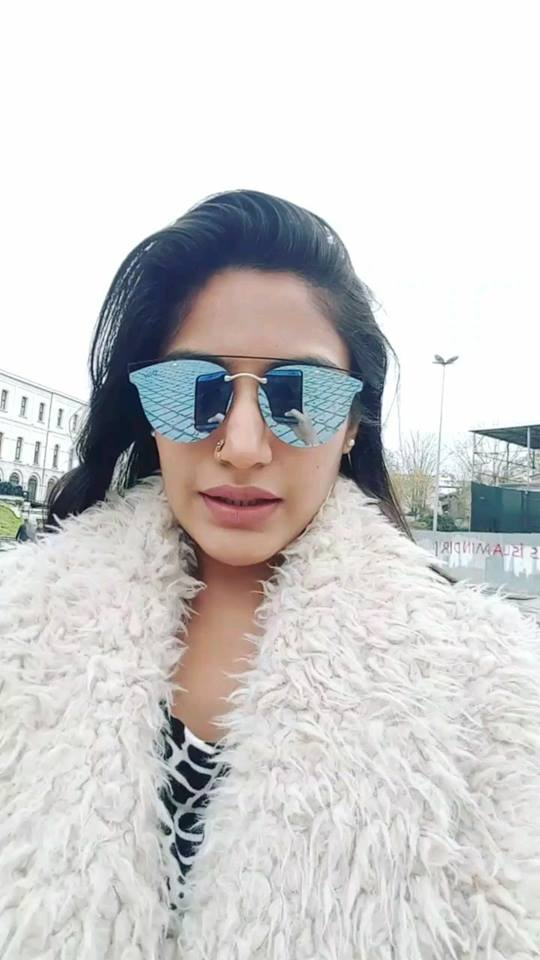 Surbhi Chandna HD Pictures
