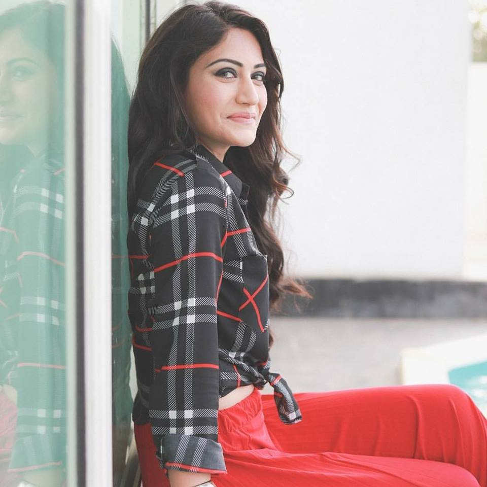 Surbhi Chandna New Full HD Wallpapers Download