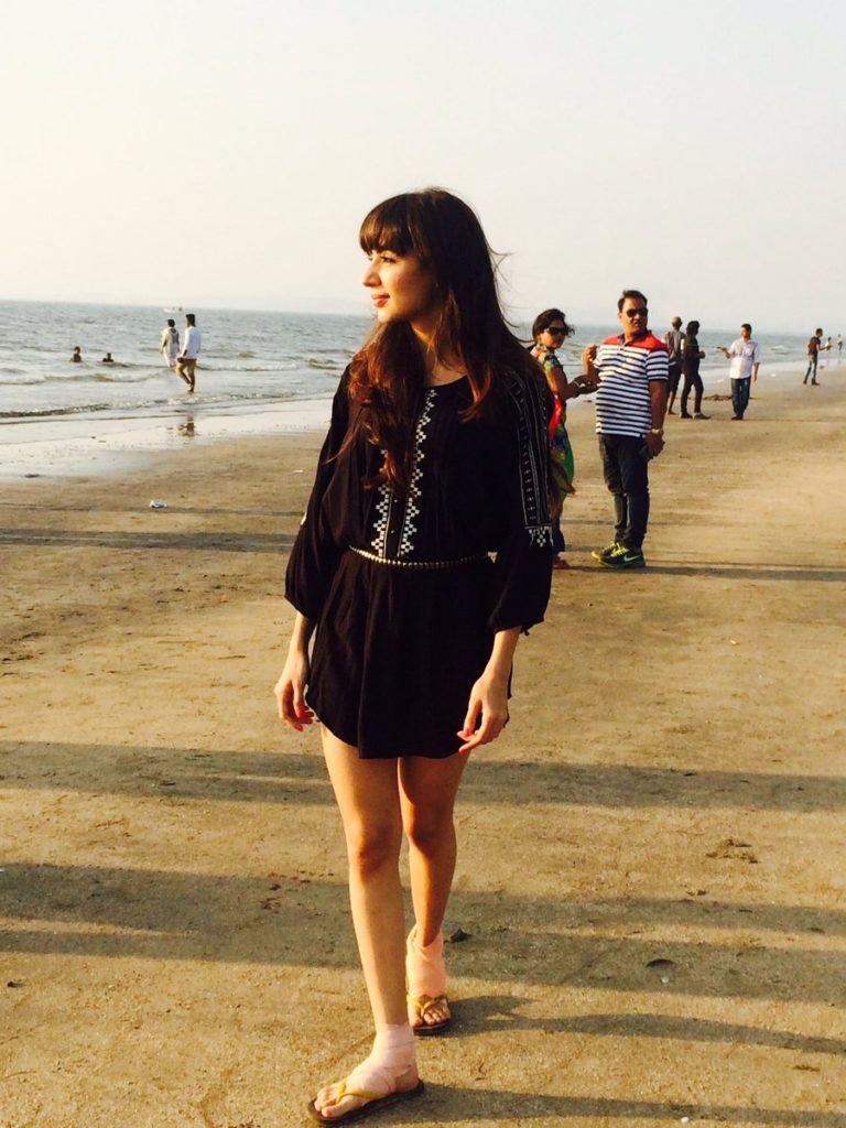 Swati Kapoor Hot & Sexy Pics In Short Clothes