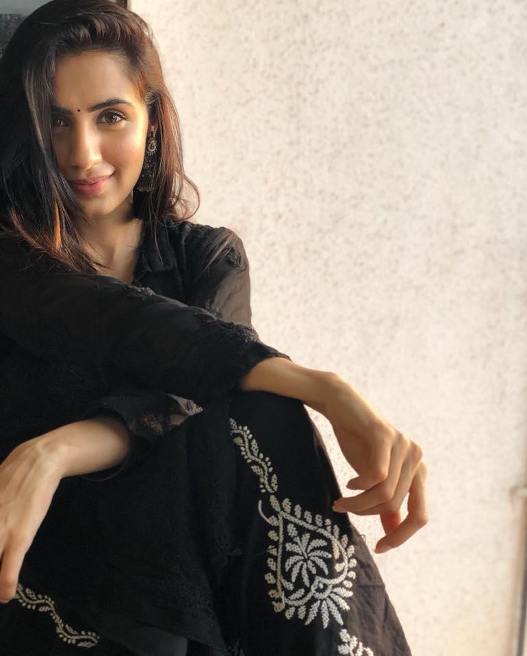 Swati Kapoor New Hair Style HD Photos