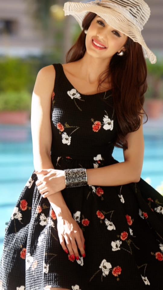 Swati Kapoor Sexy Pictures Photoshoot