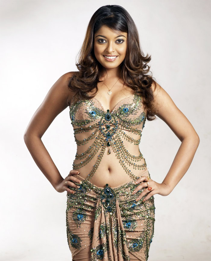 Tanushree Dutta Hot HD Images Download