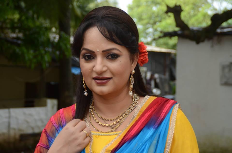 Upasana Singh Bold Unseen Pics