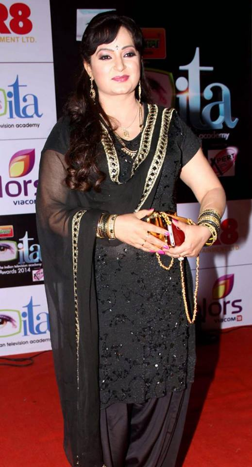 Upasana Singh HD Pictures In Black Clothes