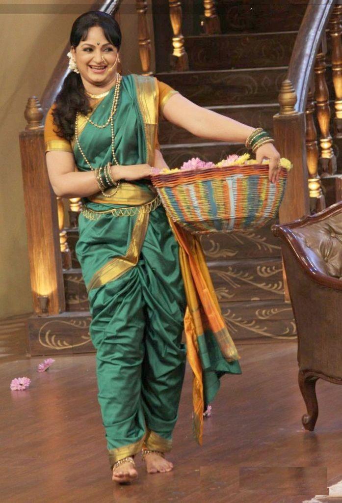 Upasana Singh Spicy Navel Pics In Saree