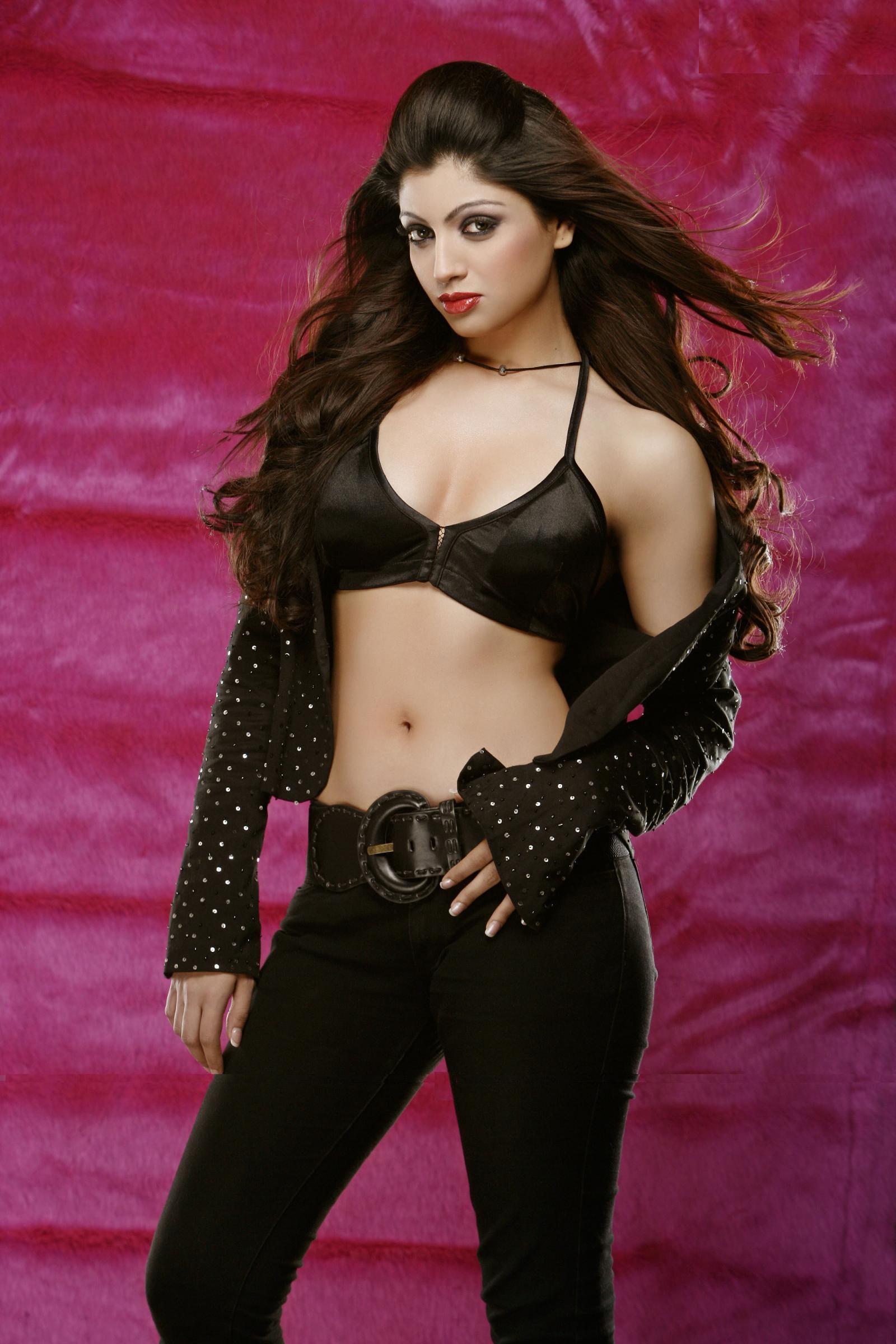 Akanksha Puri Hot Images In Bra Jeans
