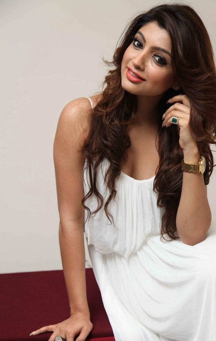 Akanksha Puri Latest New Hair Style Pics