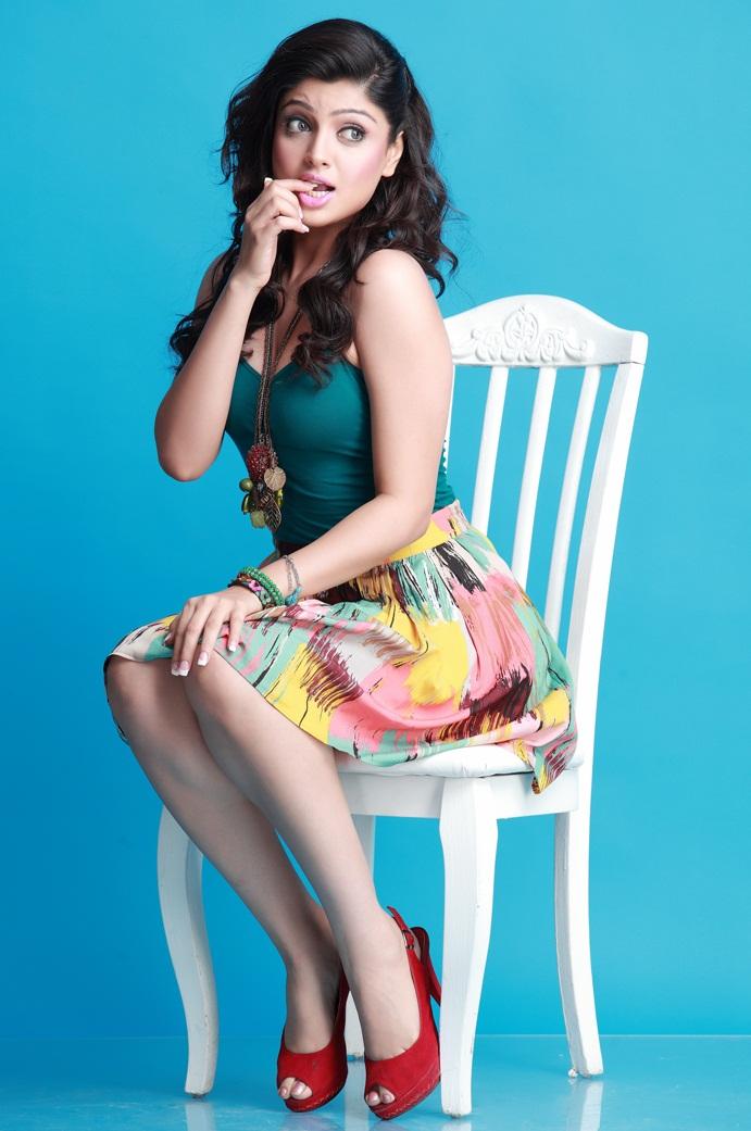 Akanksha Puri Sexy Pics In Bikini Photoshoot