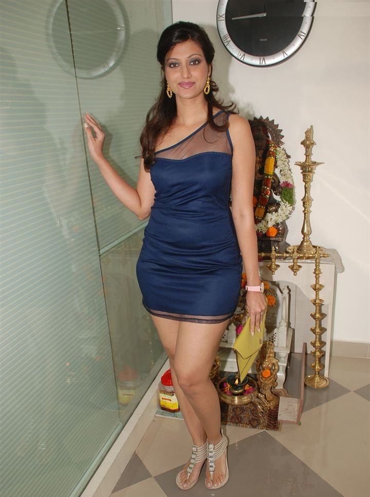 Hamsa Nandini HD Sexy Pics In Shorts