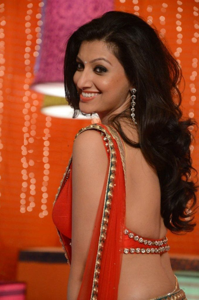 Hamsa Nandini Hot Images In Backless Clothes