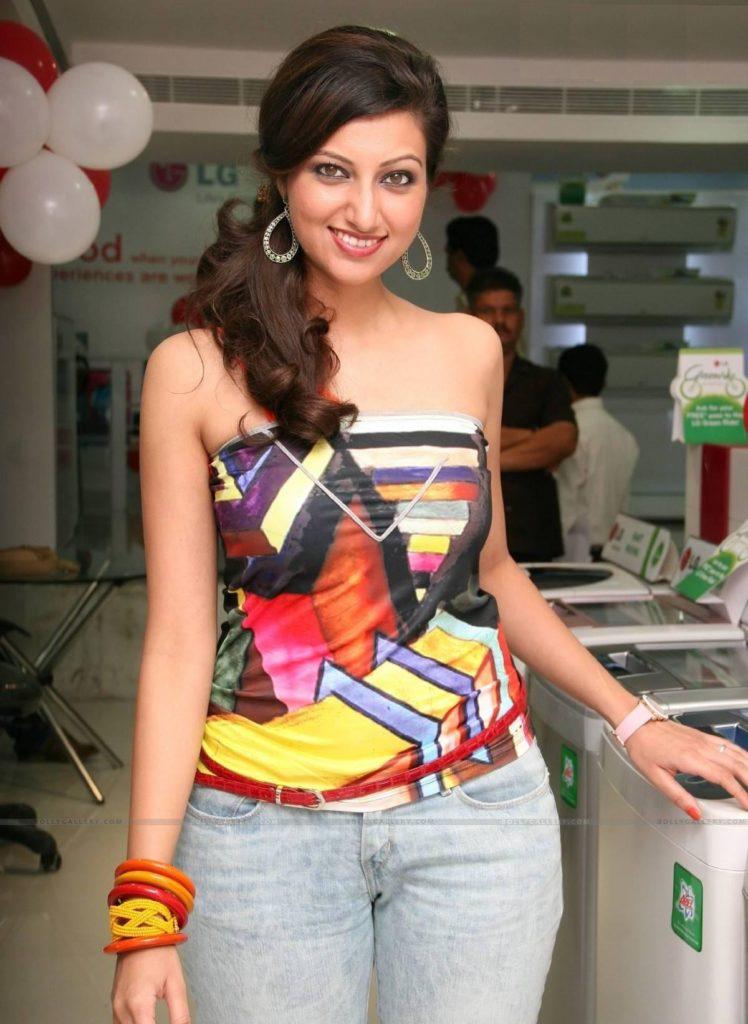 Hamsa Nandini Hot Images In Jeans Top