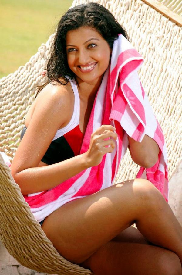 Hamsa Nandini Hot & Sexy Pics Bra Bikini