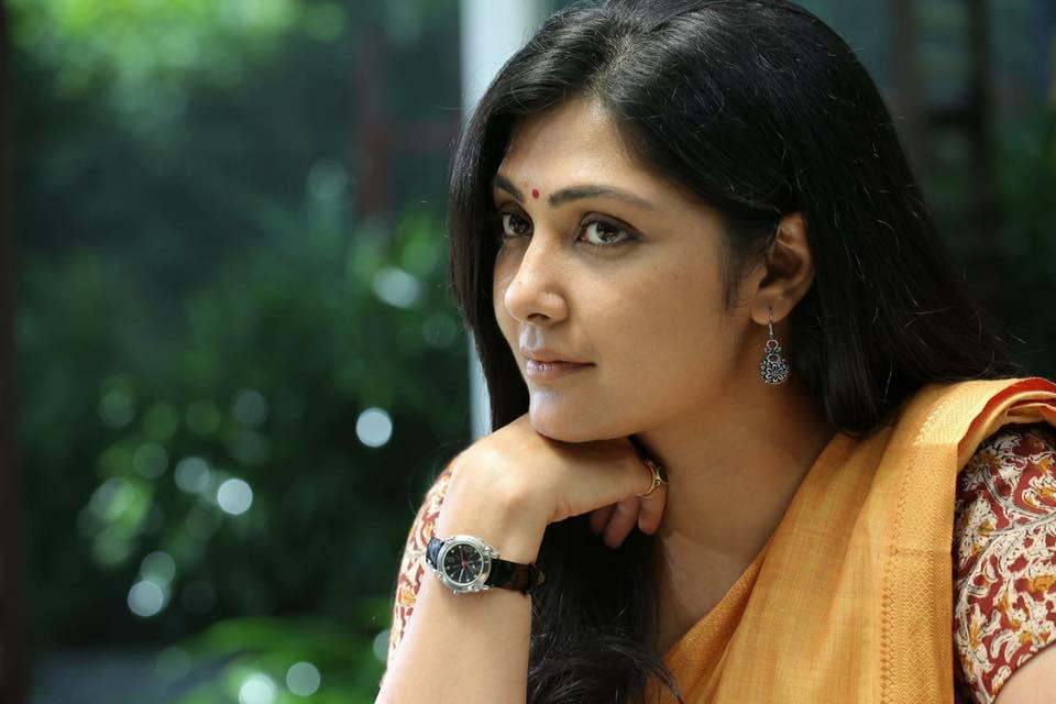 Kamalinee Mukherjee Hot & Bold Unseen Pics