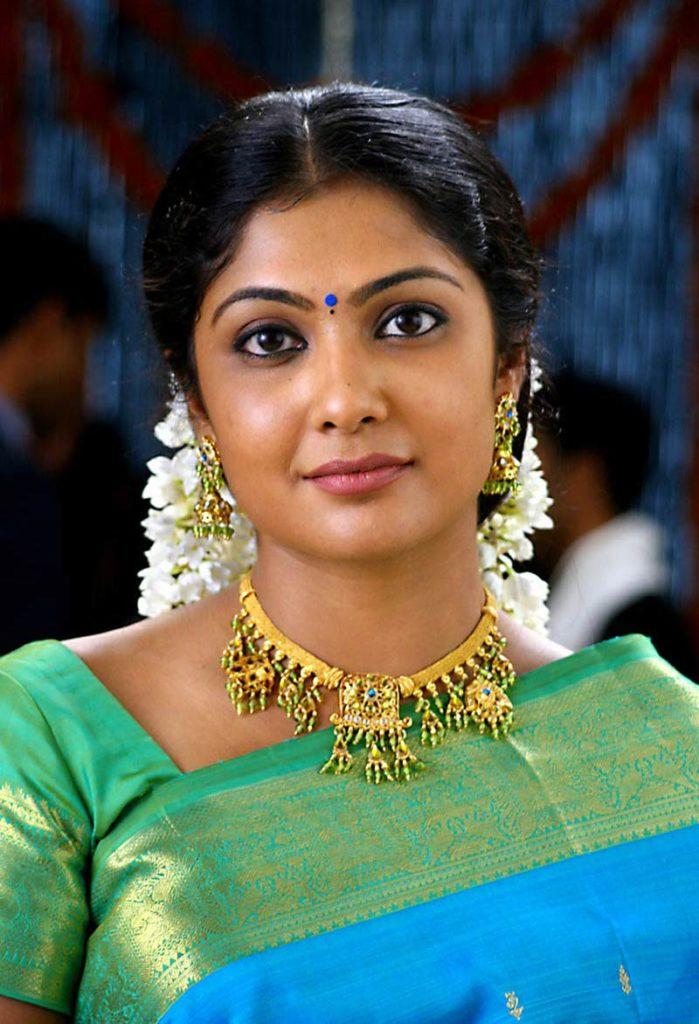 Kamalinee Mukherjee Hot Pictures In Saree