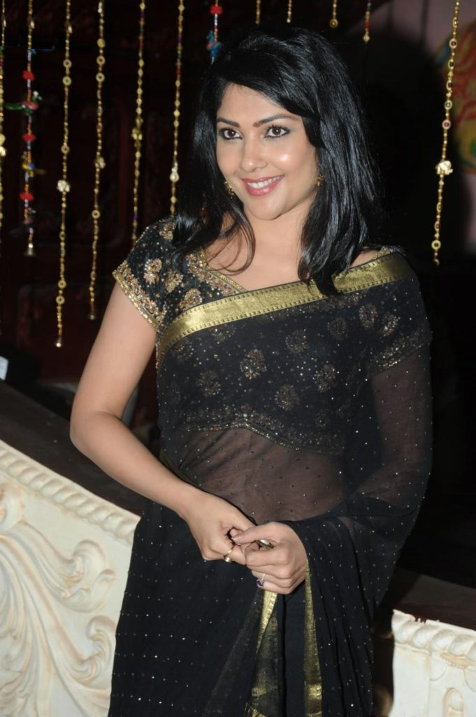 Kamalinee Mukherjee Latest Full HD Pictures