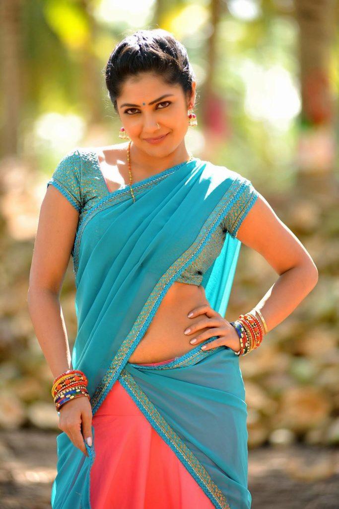 Kamalinee Mukherjee Spicy Navel Pics In Saree