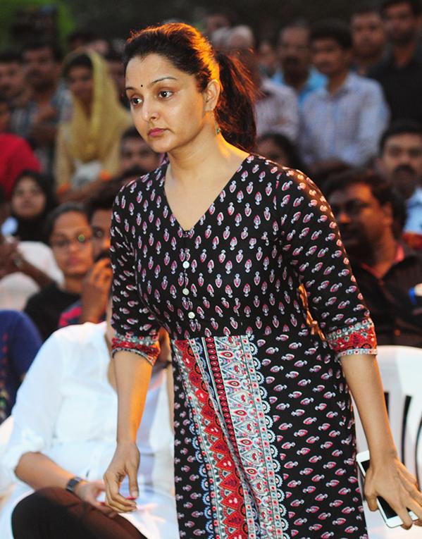 Manju Warrier Hot Images At Awards Show