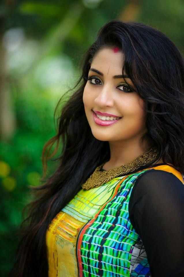 Navya Nair Cute Pictures Photoshoots