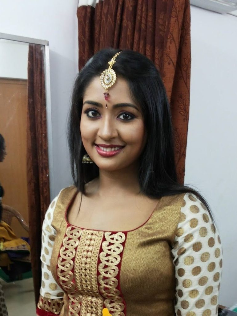 Navya Nair HD Wallpapers