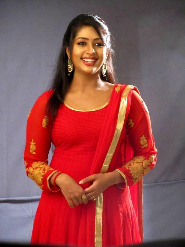 Navya Nair Spicy Navel Photoshoot