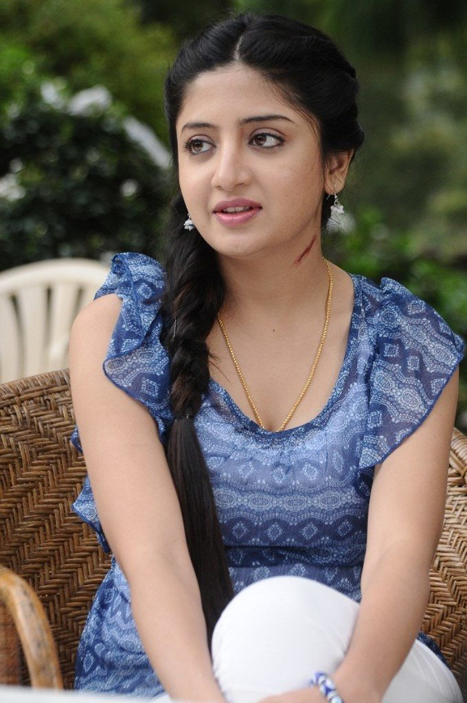 Poonam Kaur Bold Wallpapers In Jeans Top