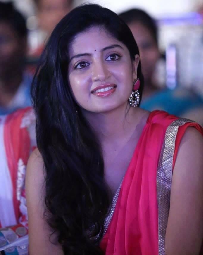 Poonam Kaur Cute Smiling Images