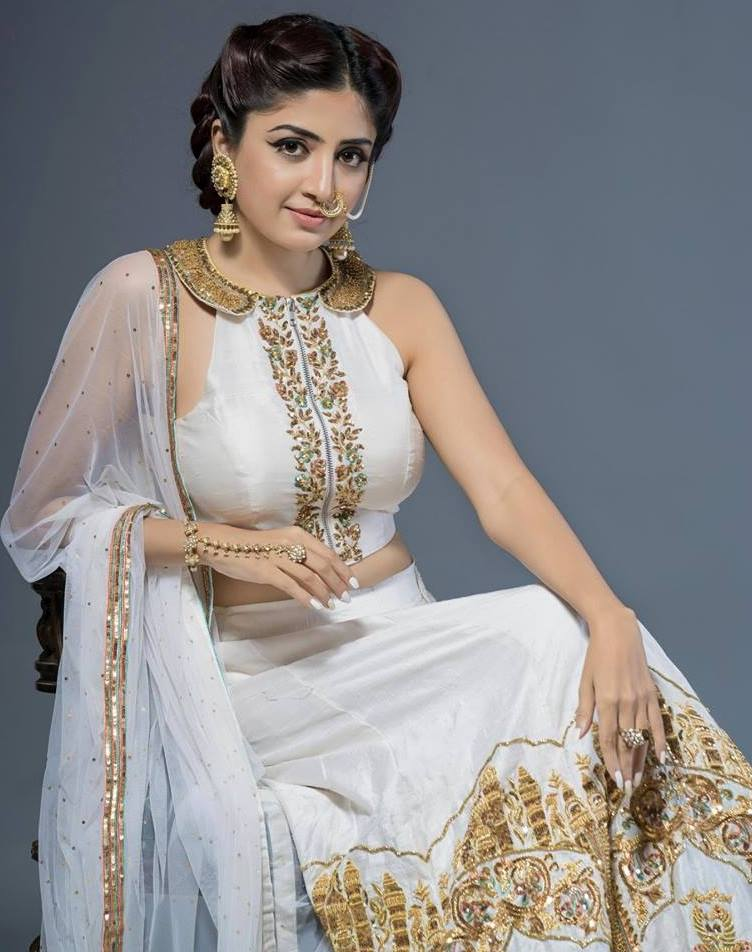 Poonam Kaur HD Sexy Images Download