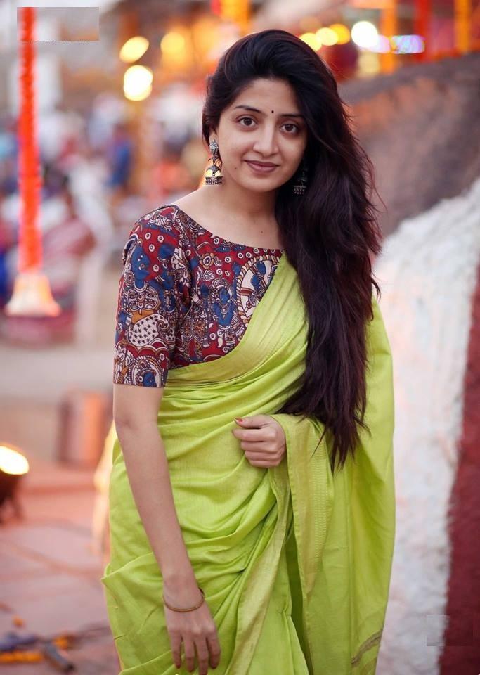 Poonam Kaur New Pictures In Saree