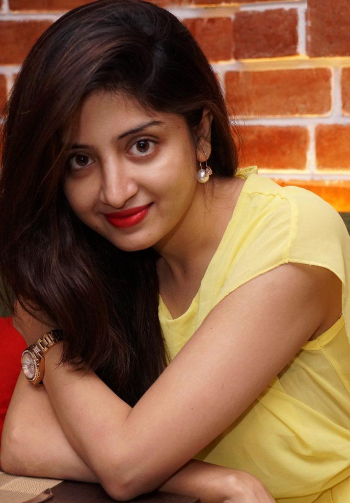 Poonam Kaur Sexy Eyes Images