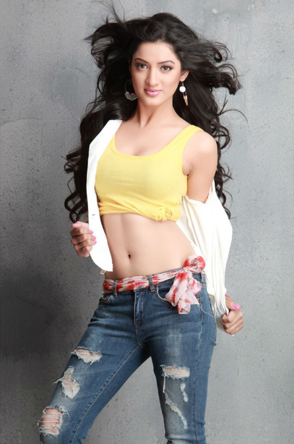 Richa Panai Hot Pictures In Bra Jeans