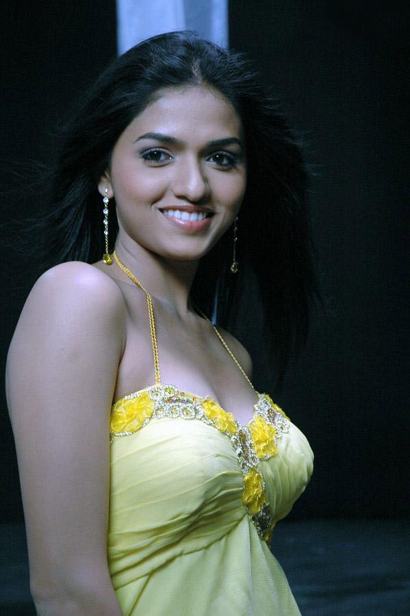Sunaina HD Images Gallery