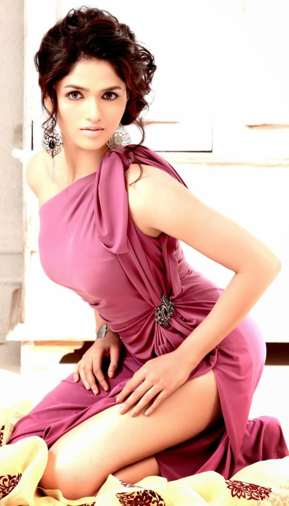 Sunaina Hot & Sexy Legs Pics