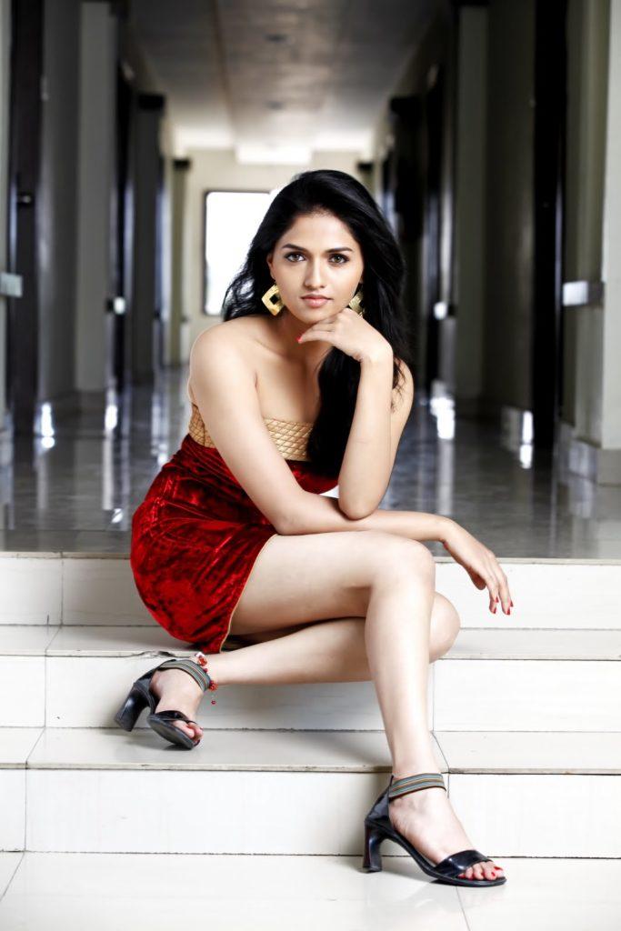 Sunaina Hot & Sexy Pics In Undergarments