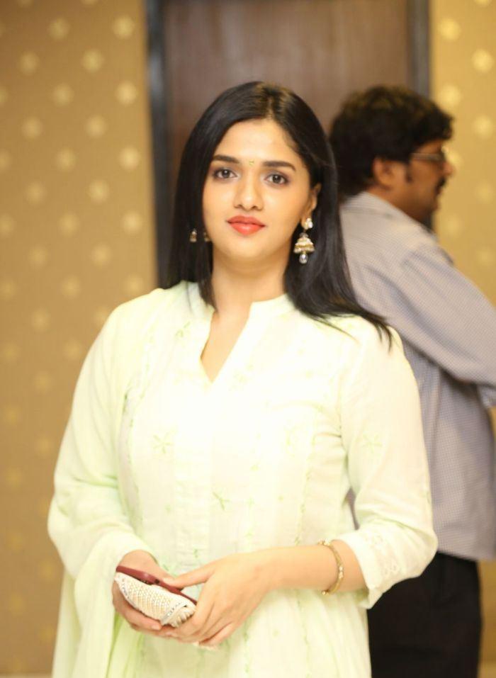 Sunaina Pictures