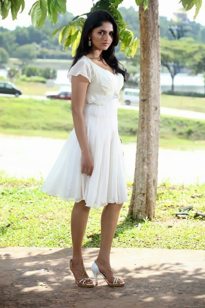 Sunaina Sexy Legs Images