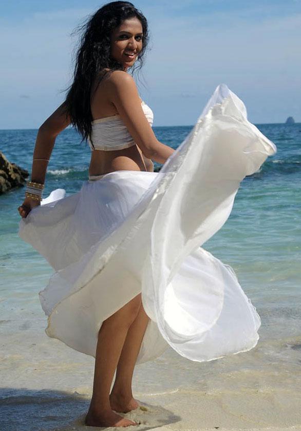 Sunaina Sexy Pics In Undergarments