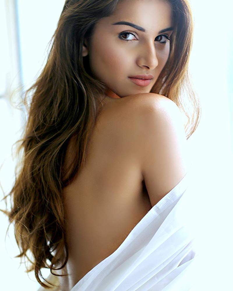 Tara Sutaria Bold Images In Backless Clothes