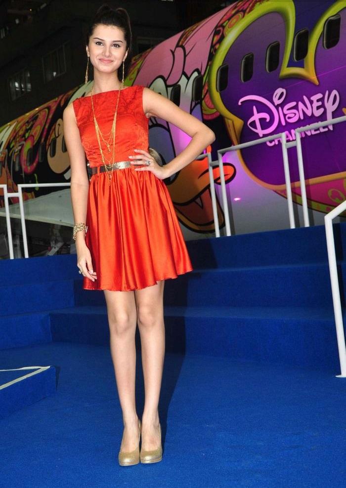 Tara Sutaria Sexy Legs Pics In Short Clothes