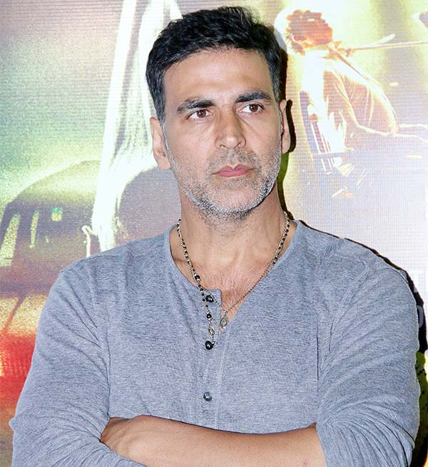 Akshay-Kumar-Hot-Wallpapers-Pics-Pictures-Images-Photos-Download