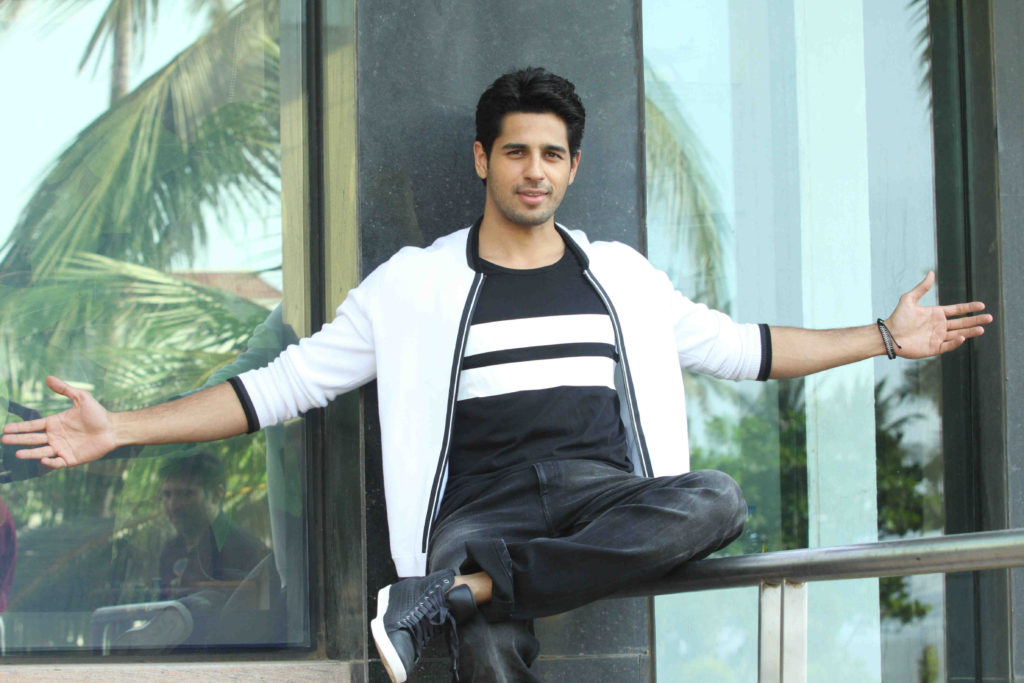 Beautiful Actor Sidharth Malhotra Wallpapers