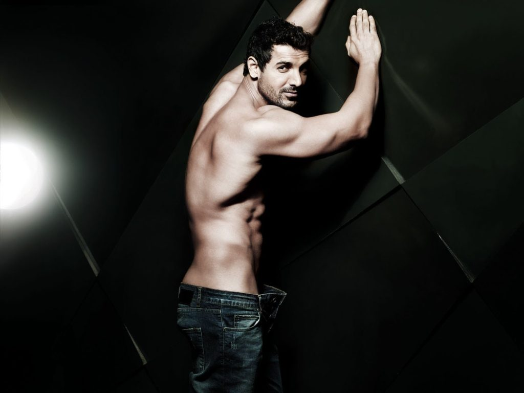 John-Abraham-Cute-Sexy-Looking-Pictures