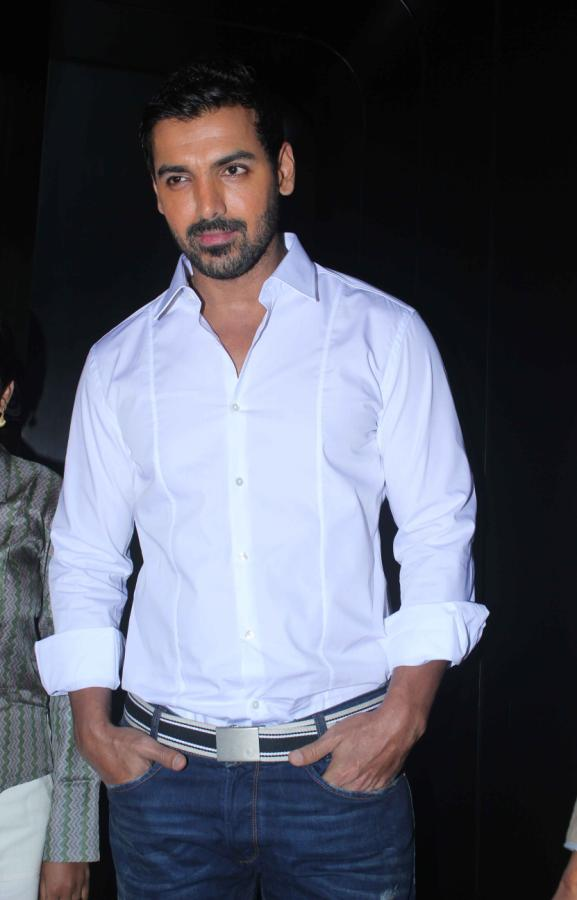 John-Abraham-Hot-Photo-Gallery