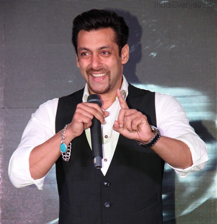 Salman-Khan-Cute-Sexy-Looking-Photos-Pictures