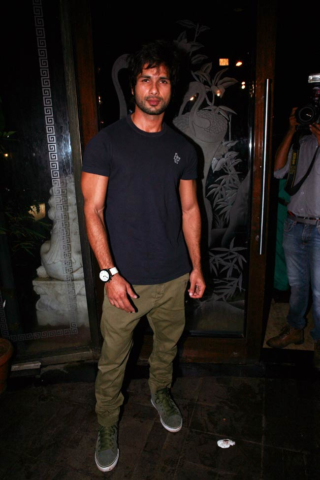 Shahid Kapoor Cute & Sexy Looking Pictures Images