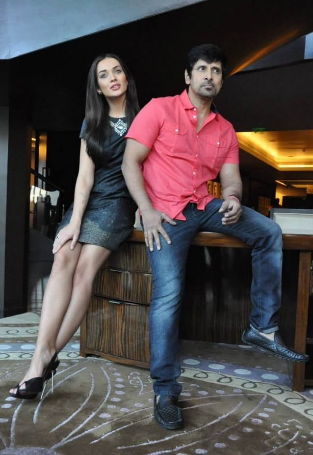 Actor VIkram With Amy Jackson Images Free Download