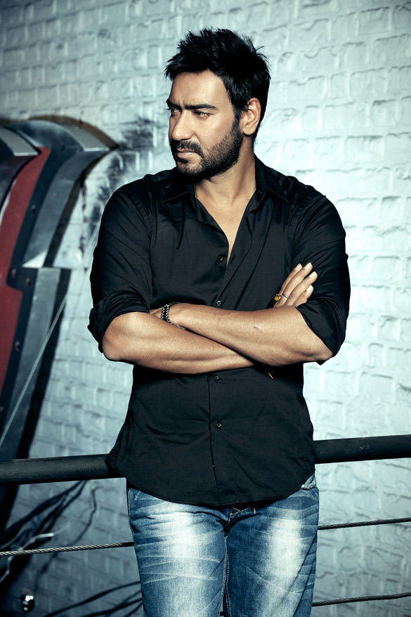 Ajay Devgan Latest Hot HD Pictures In Jeans